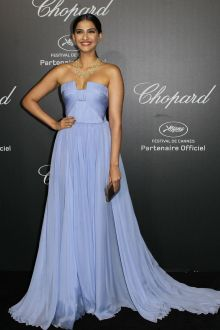 sonam kapoor sky blue chiffon simple evening bridesmaid dress