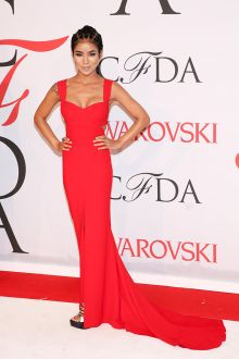 jhene aiko cfda 2015 cute red celebrity prom dress with wide shoulder straps