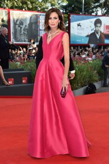 nieves alvarez simple fuchsia satin sleeveless v neck ball gown venice film 2014