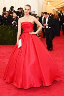 arizona muse gorgeous red satin strapless red carpet ball gown met gala 2014