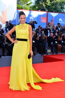 anna safroncik yellow sleeveless high neck evening prom dress venice film 2016