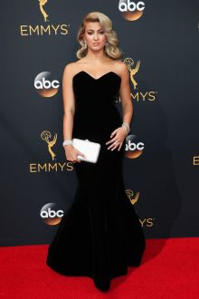 tori kelly elegant black strapless sweetheart trumpet evening dress emmys 2016