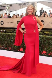 nancy o'dell high neck one sleeve red carpet prom dress sag awards 2017