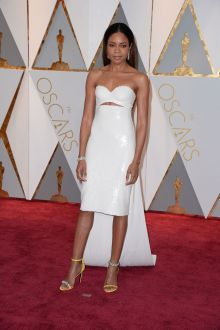 white strapless sweetheart cocktail prom dress naomi harris oscars 2017