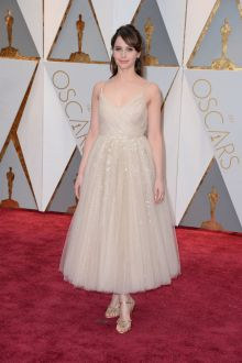 felicity jones ankle length ivory tulle prom dress oscars 2017 red carpet