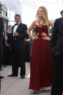 blake lively burgundy chiffon cut out celebrity prom dress gossip girl fashion