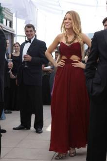 blake lively burgundy chiffon cut out celebrity prom dress gossip girl fashion