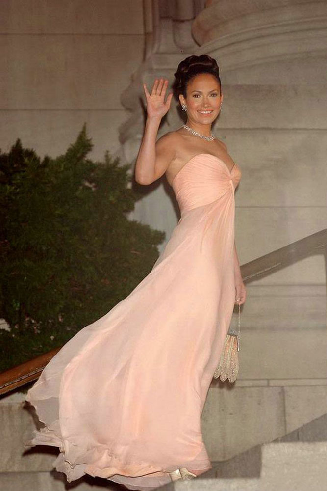 jennifer lopez pink chiffon strapless sweetheart celebrity bridesmaid dress