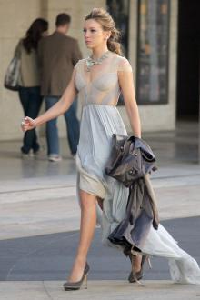 Inverted Triangle-Shaped Figure - Dress to Flatter