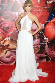 taylor swift white chiffon halter prom dress fragrance foundation awards