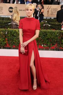 anna faris formal red carpet dress sag awards 2016 short sleeves high neckline