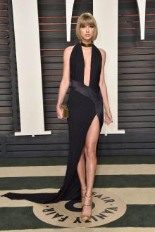 taylor swift sexy plunging black prom dress vanity fair party oscars